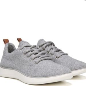 Dr.Scholls Freestep Laceup Sneakers